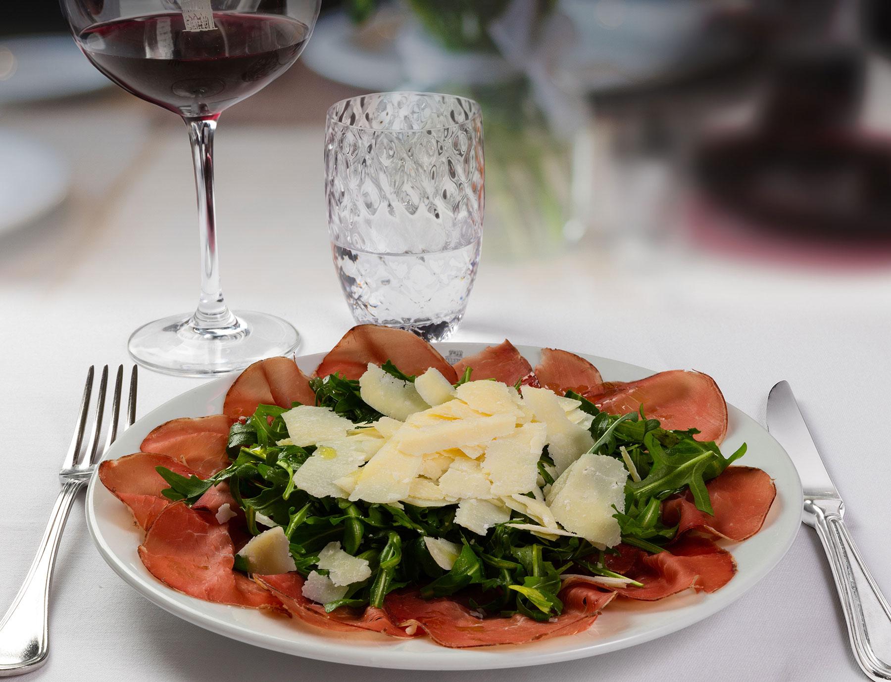 Bresaola con rucola e parmigiano