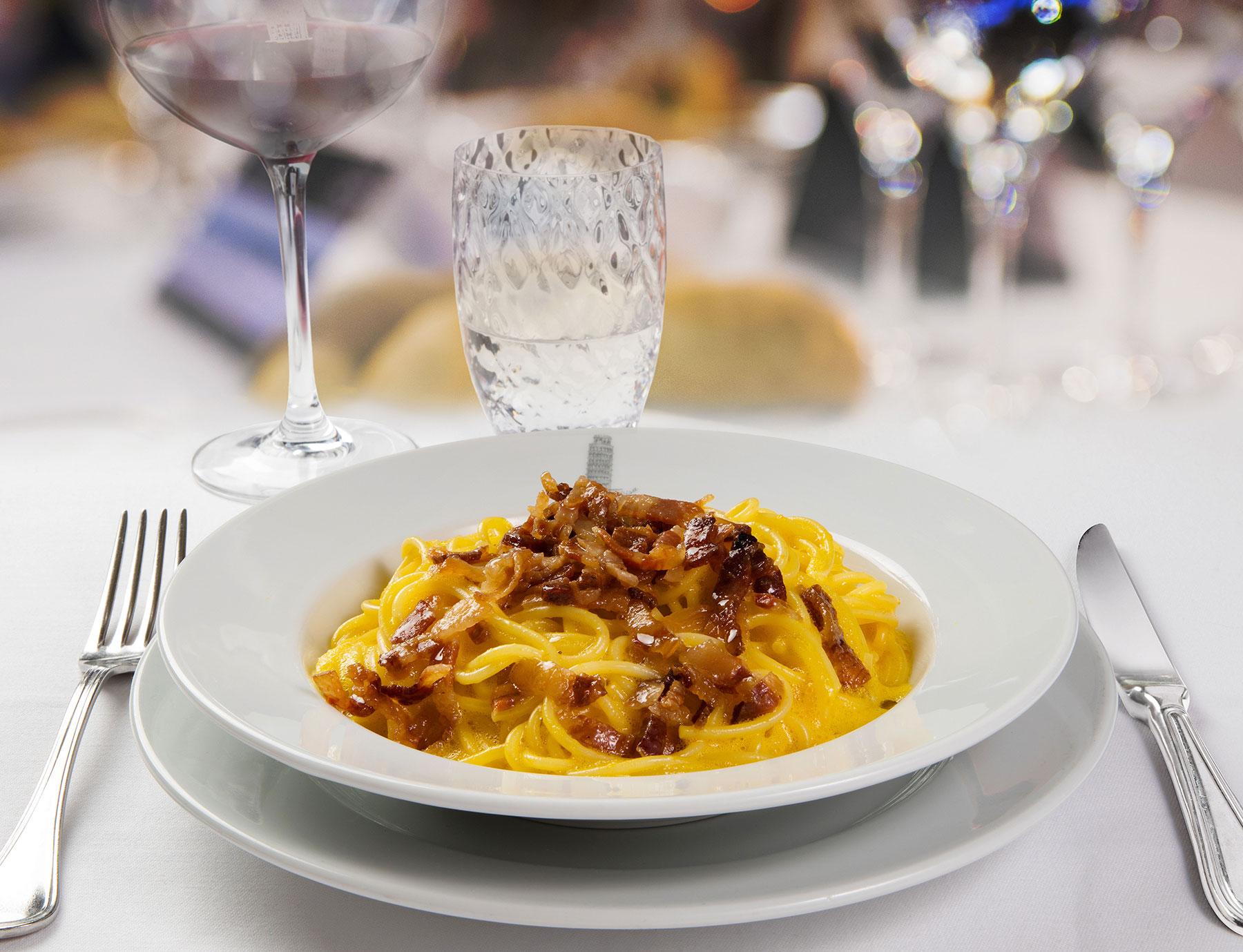 """Spaghetti """"Riserva Cavalier Cocco"""" alla carbonara"""
