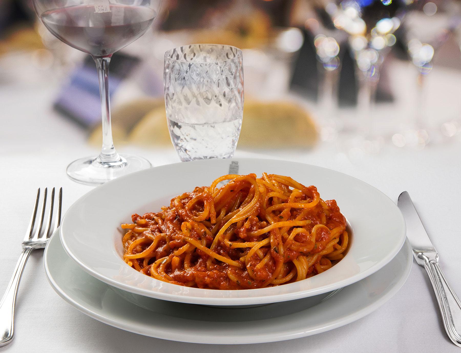 """Spaghetti """"Riserva Cavalier Cocco"""" alla puttanesca"""